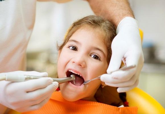 lechenie-molochnih-zubov